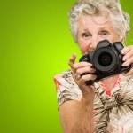 fotocamera tenuta donna — Foto Stock #12666923
