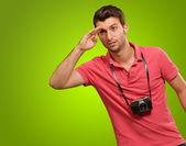 Portret człowieka, patrząc pod kątem coś — Zdjęcie stockowe
