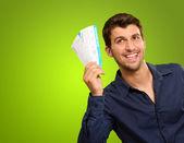 En ung man som innehar biljetter — Stockfoto