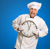 Szef kuchni trzymając Zegar ścienny — Zdjęcie stockowe