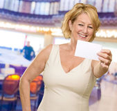 Woman Showing Empty Business Card — Stock Photo
