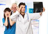 Porträtt av en orolig läkare — Stockfoto