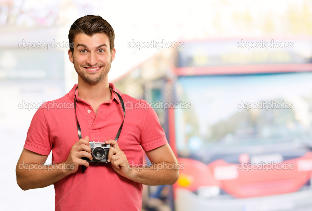 Portrait of a man holding camera, outdoor — Stock Photo #12665040