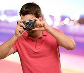 Portret człowieka biorąc zdjęcia — Zdjęcie stockowe