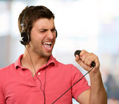 Man holding microphone — Stock Photo