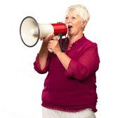 Retrato de una mujer mayor con megáfono — Foto de Stock