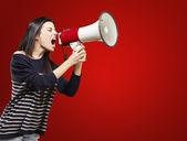 Mujer con un megáfono — Foto de Stock