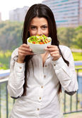 Young Girl Showing A Bowl Of Salad — Stock Photo