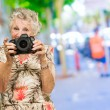 Senior Woman Photographing — Stockfoto
