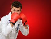 Boks eldivenli doktor — Stok fotoğraf