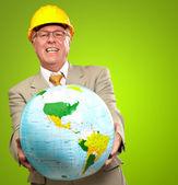 Arquitecto hombre apuntando con globo — Foto de Stock