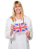 Mutlu doktor holding i̇ngiliz bayrağı — Stok fotoğraf