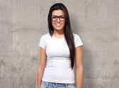 Porträtt av en ung flicka som bär specifikationer — Stockfoto