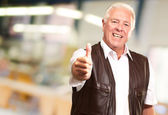 A Senior Man Showing Thumbs Up — Stock Photo