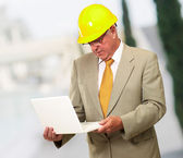 Portrait Of A Male Contractor Using Laptop — Stok fotoğraf