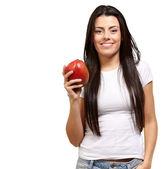 Mladá žena držící mango — Stock fotografie