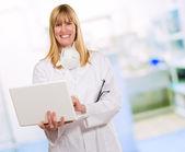 Female Doctor Using Laptop — Stock Photo