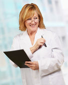 Doctora holding libro — Foto de Stock