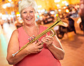 Senior Woman Blowing Her Trumpet — Stock Photo