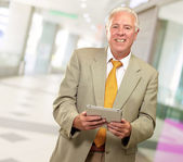 Portrait Of A Senior Man Holding A Laptop — Foto de Stock