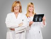 Portrait des médecins heureux — Photo