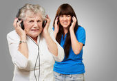 Mother And Daughter Wearing Headphone — Stock Photo