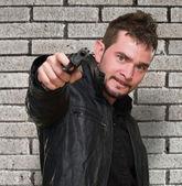 疯狂男子用枪指着 — 图库照片