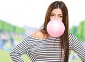 Portrait Of A Young Woman Blowing Bubblegum — Stock Photo