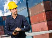 Pluma y arquitecto holding portapapeles — Foto de Stock