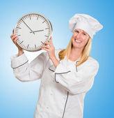 Reloj mujer chef holding — Foto de Stock