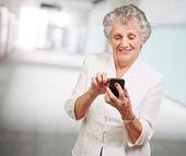 Senior woman with mobile phone — Stock Photo