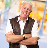 Senior Man Standing With Arms Crossed — Stock Photo