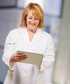 Female doctor holding digital tablet — Stock Photo