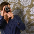 Young Man Holding Camera — Stockfoto