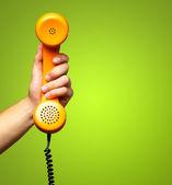 Närbild på handen håller telefon — Stockfoto