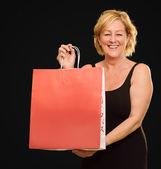 šťastný starší žena s nákupní taškou — Stock fotografie
