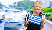 Happy senior kvinna med grekland flaggan — Stockfoto