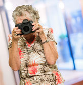 Mature Woman Capturing Photo — Stock Photo