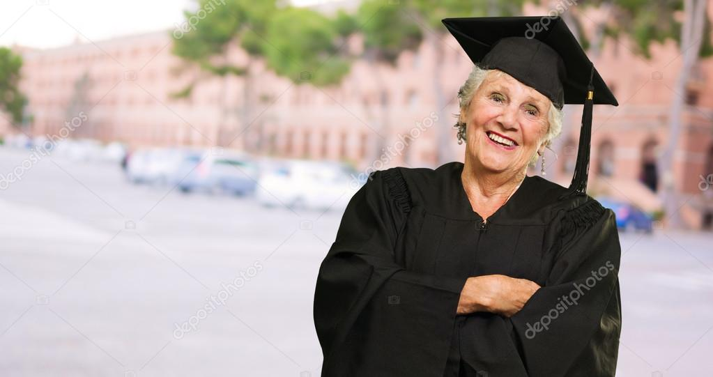 Senior Graduate Woman With Hands Folded, Outdoors — Stock Photo #19528055