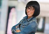 счастливая женщина носить очки — Стоковое фото
