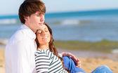 Kumsalda dinlenmek Çift — Stok fotoğraf