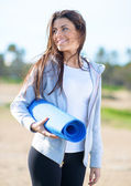 Pretty Woman Holding Exercise Mat — Stock Photo