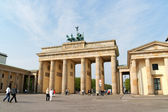 Brandenburger tor och quadriga i berlin — Stockfoto