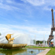 Gardens of Trocadero and the Eiffel Tower in Paris — Stock Photo #34134149