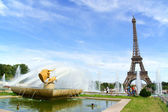 Gardens of Trocadero and the Eiffel Tower in Paris — Stock Photo