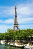 Senna torre e fiume di eiffel a parigi, francia — Foto Stock
