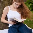 Teen Girl Reading in yard — Stock Photo