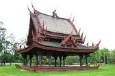 Traditional Thai wooden house (Sala Thai) — Stock Photo