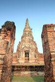 Templo de tijolo ruína em ayutthaya, tailândia — Fotografia Stock