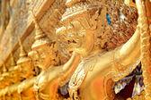 揭路荼在泰国大王宫、 玉佛寺 — 图库照片
